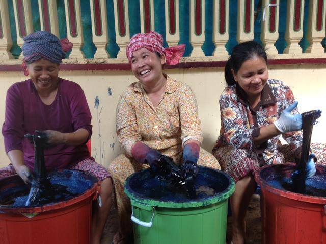 カンボジアの藍染風景